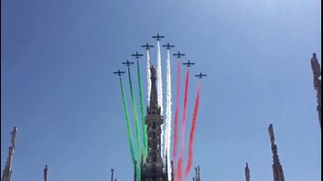 Italian Air Force Gives 'Tricolor Hug' to Residents as Country Emerges From Lockdown