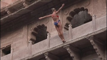 This is the Heart-Stopping Moment Australian High Diver Jumps Into a Well in India