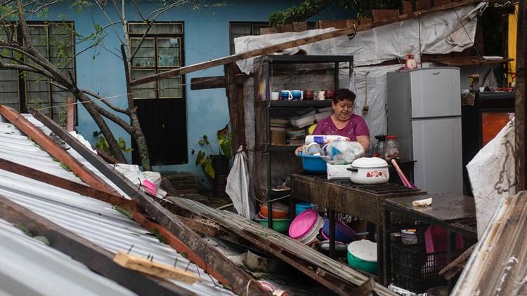 Hurricane Grace hits Mexico's Gulf coast, weakens; 8 killed