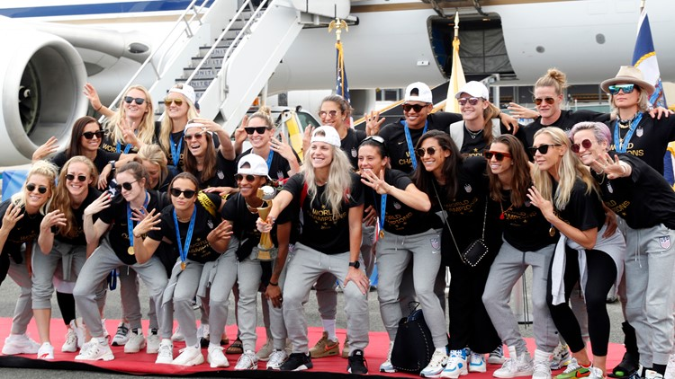 WWCup US Returns Home team by plane