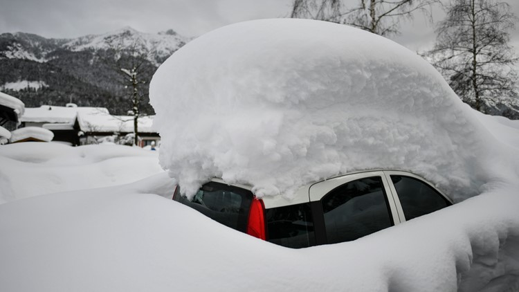 How to remove snow and ice from your car without damaging its paint