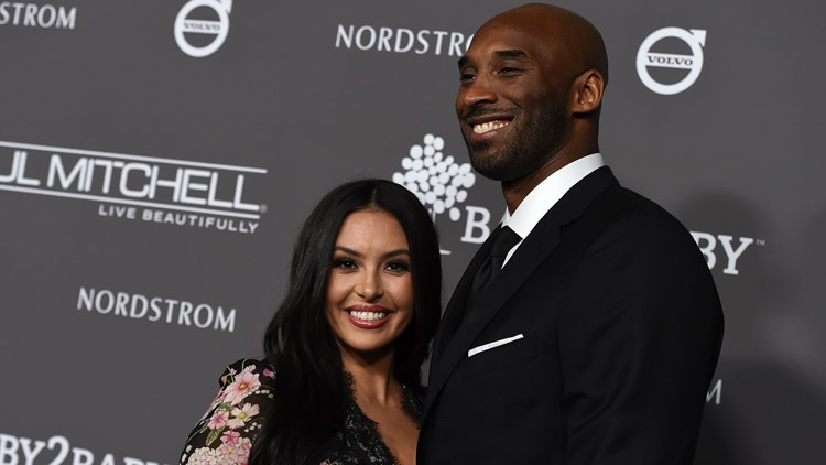 Reports: Deputies in Kobe Bryant crash scene photo lawsuit can be named, judge rules