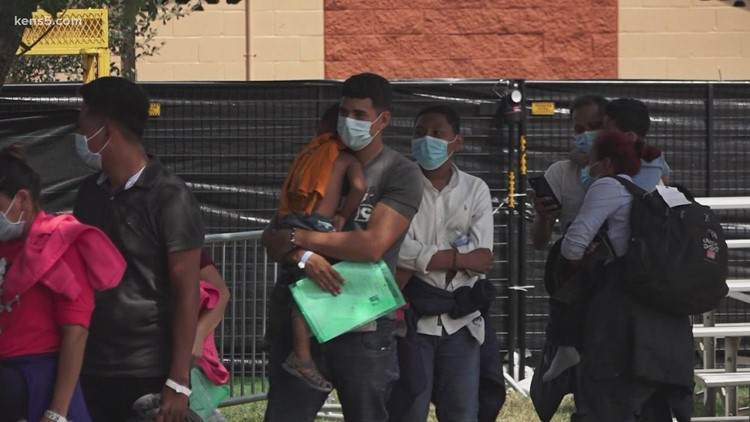 How does the COVID-19 quarantine work for migrants in the Rio Grande Valley?