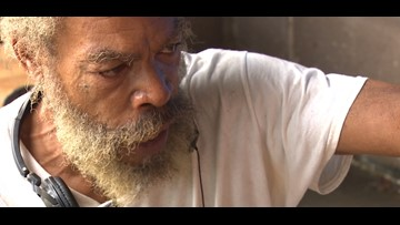 Homeless painter reunites with son after 30-year search