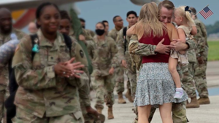 US troops welcomed home with hugs, happy tears at Hobby Airport