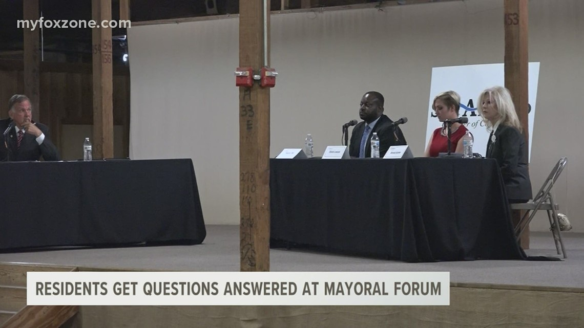 Mayoral candidates answer questions at the Chamber of Commerce event