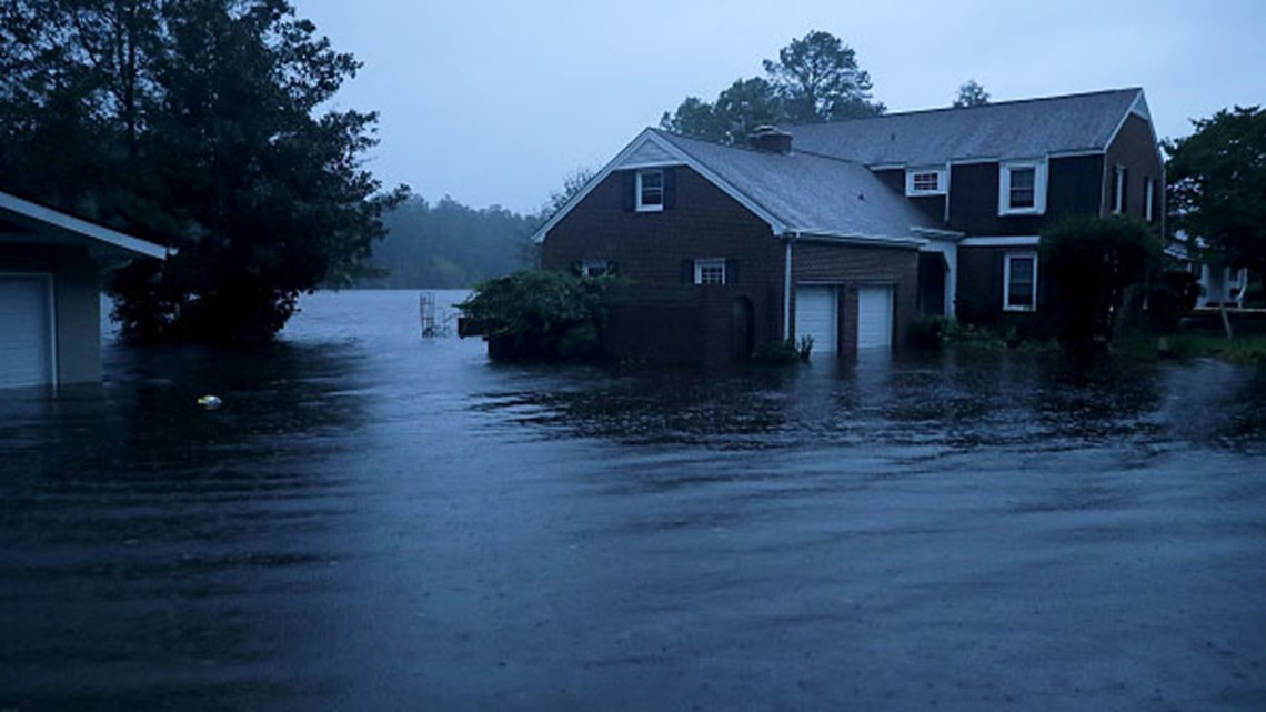 Hurricane Florence pummels Carolinas; residents take shelter