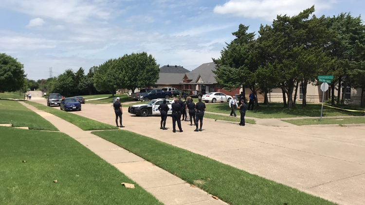 18-year-old man arrested after toddler found dead in street, Dallas police say